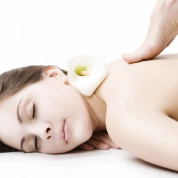 Cách massage lưng kích thích làn da