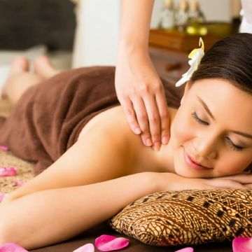Dạy Massage Thụy Điển: Kỹ Thuật Xoa Bóp Vai
